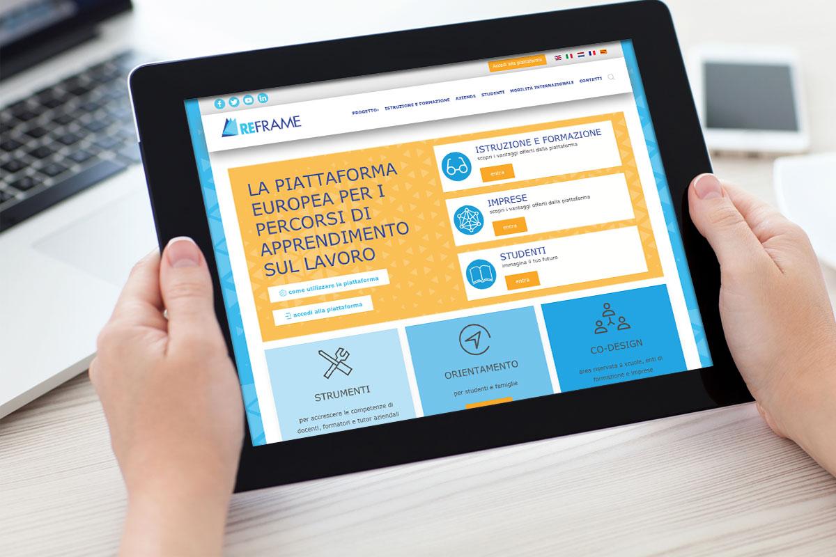 La pagina web del progetto reframe visualizzata dentro ad un ipad
